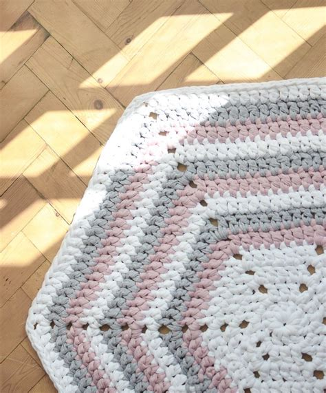 rugs with patterns hexagon crochet rug pattern rugs ideas