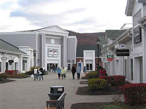 lincoln city outlet mall hours woodbury mall shopping lincoln limousine new york city