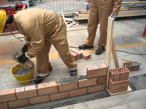Costruire Un Muro Di Mattoni by 6 C Realizzare Un Muretto Di Mattoni Forati A