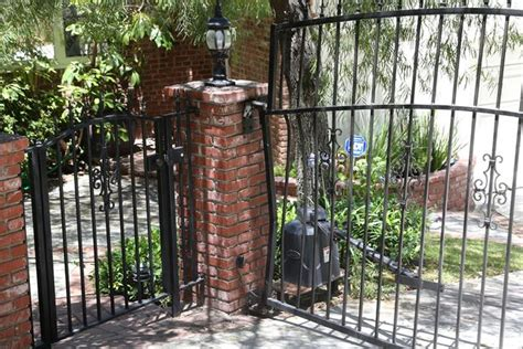 anton yelchin death reason anton yelchin death scene photos show bent security gate
