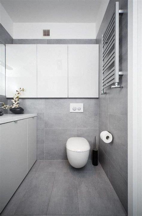 Graue Fliesen 30x60 by Die Besten 25 Hellgraue Badezimmer Ideen Auf