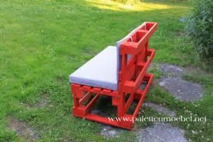roter stuhl möbel funvit farbgestaltung wand