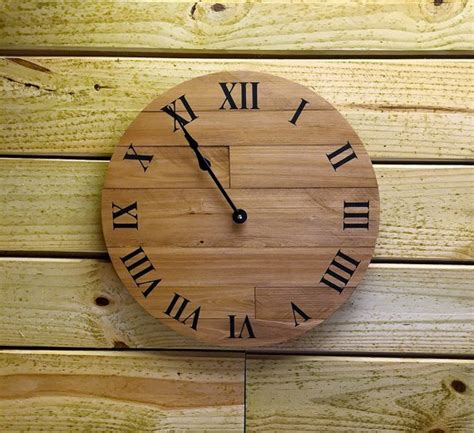 awesome clocks   wood pallets easy diy  crafts