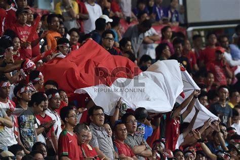 Kartu Pos Bendera Merah Putih pemain singapura kena kartu merah indonesia lolos ke semifinal republika