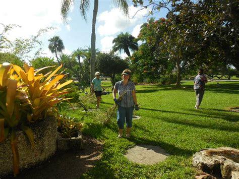garden volunteers sarasota garden club