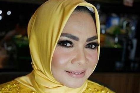Kaos Zodiac Dan Ulang Tahun 7 foto ini buktikan mertua raffi ahmad memang awet muda