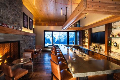 Christmas Livingroom Mica Heli Ski Lodge Margot Richards