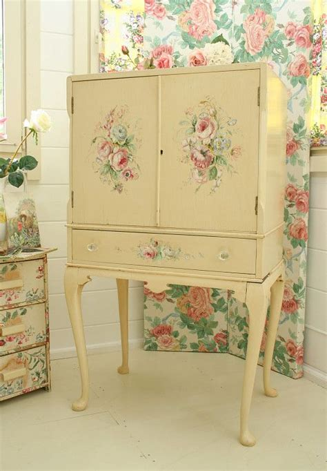Shabby Overly Chic painted drinks cabinet not overly done