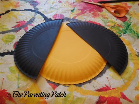 Bumble Bee Paper Plate Craft - b is for bumblebee paper plate craft parenting patch