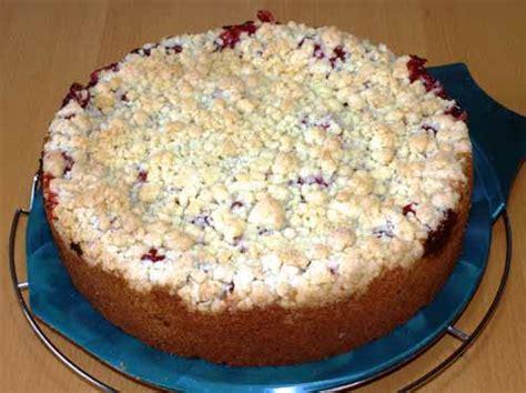 kuchen pdf erdbeer rhabarber kuchen mit streuseln und haselnuss