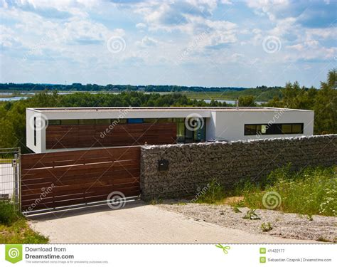 house with fence modern house with fence stock photo image 41422177