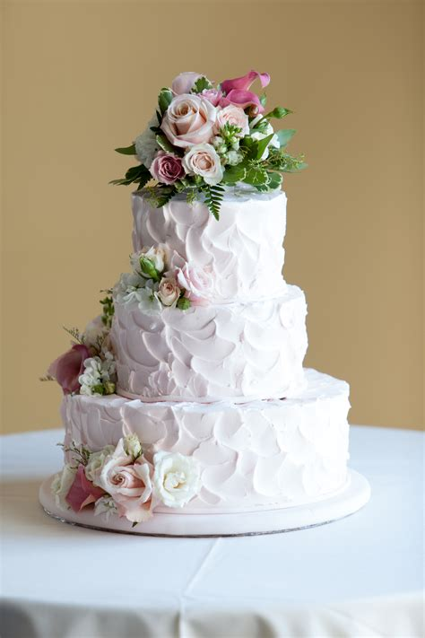 Looking For Wedding Cakes by This Looking Wedding Cake In Fact It Was