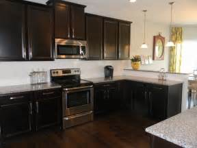 timberlake kitchen cabinets timberlake tahoe maple espresso cabinets with new caledonia 3cm granite kitchens pinterest