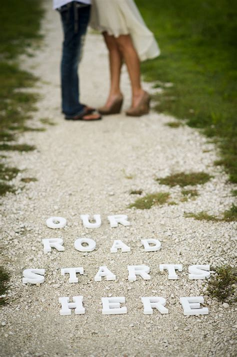 Themes For Engagement Photo Shoot | wedding planning tip engagement photo shoot ideas