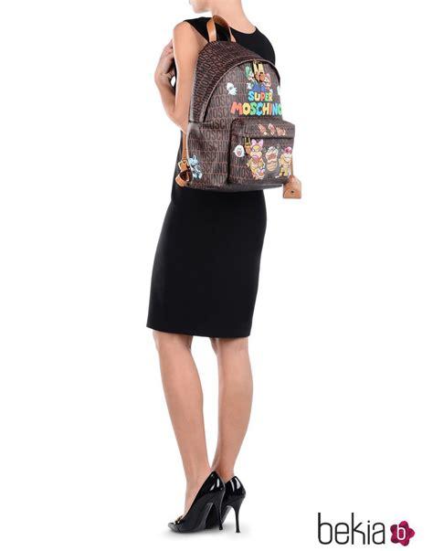 mochila con personajes videojuego mario bros de moschino para aw 15