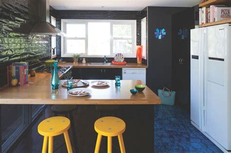 cuisine 駲uip馥 avec bar cuisine en u avec bar pour un espace lumineux et fonctionnel