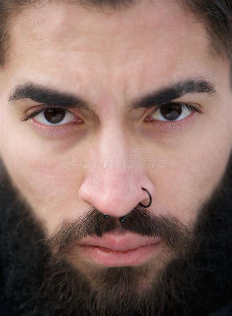 soul rise tattoo piercing 133 photos piercing 32 manngesicht mit bart und nasenpiercing stockfoto bild