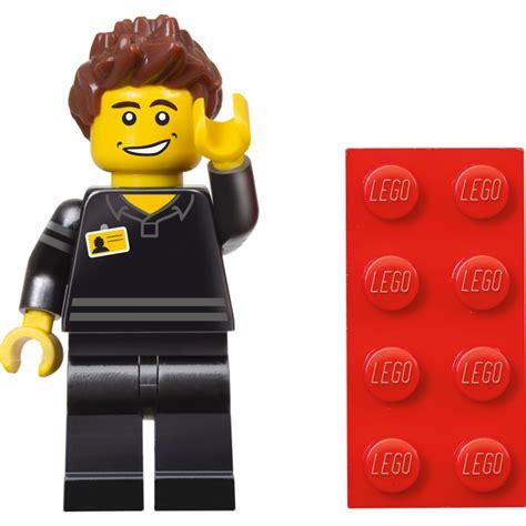 lego store employee minifigure 5001622 polybag set revealed bricks and bloks
