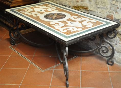 tavoli in ferro battuto e mosaico tavolo mosaico in ferro negozio antiquariato a san gimignano