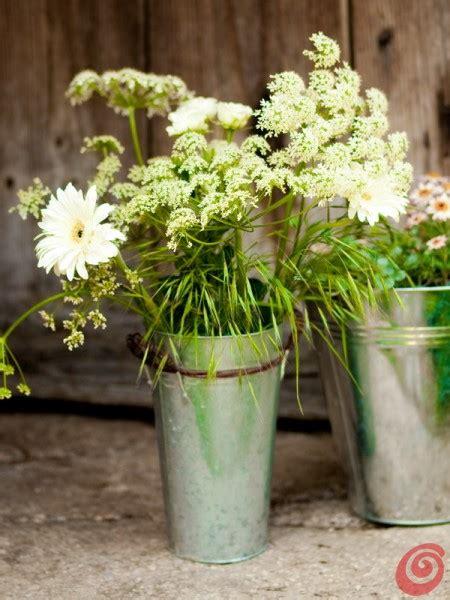 decorazioni con i fiori vasi vasetti e decorazione con i fiori casa e trend
