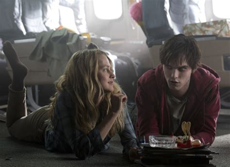 film romance zombie film review warm bodies romance is dead not for zom