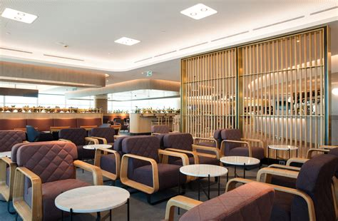 emirates qantas club qantas domestic business class lounge brisbane airport