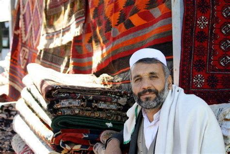 venditore di tappeti bersani riporta a casa i suoi tappeti rischio