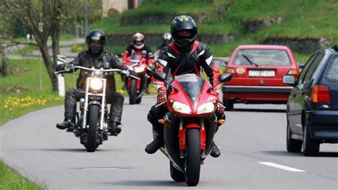 Motorrad Fahren Mit 16 by Saisonauftakt Motorrad Fahren Und Sparen N Tv De