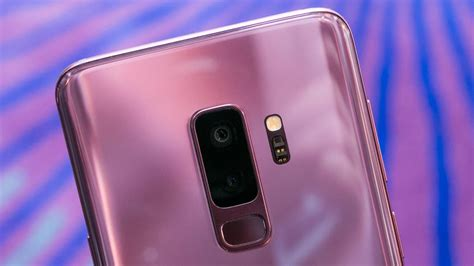 galaxy  review  lesser camera puts samsungs smaller