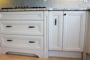 We are proudly serving transitional kitchen design and renovation in