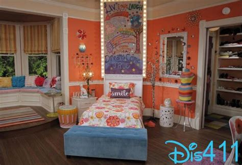 liv and maddies bedroom liv s diva board liv and maddie google search