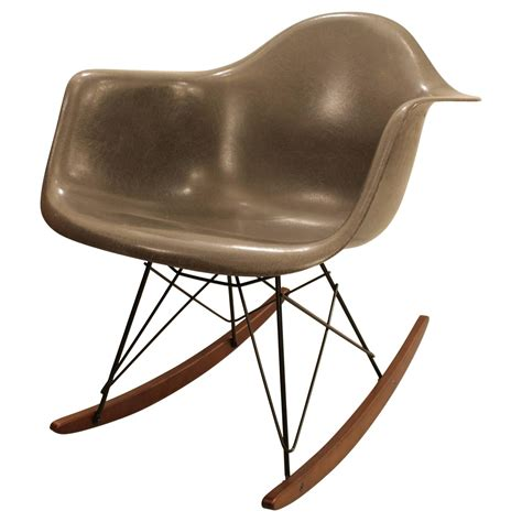Eames Chair Schaukelstuhl by Charles Eames Rocking Chair Elephant Grey At 1stdibs