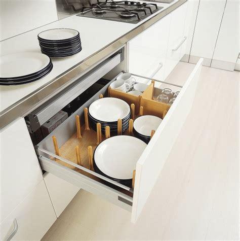 Superbe Poubelle Pour Cuisine Integree #8: 711412-grands-tiroirs-coulissants-tres-pratiques.jpg