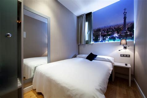a room room for single use in barcelona hostal bcn ramblas