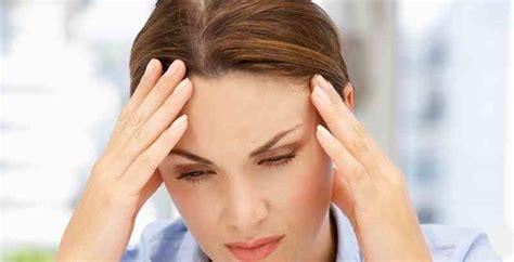 mal di testa da mestruazioni sintomi premestruali cosa sono e come combatterli