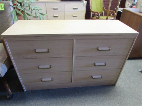 Sturdy Dressers by Lot Detail Sturdy 6 Drawer Dresser Matches The Two