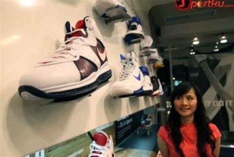 Sepatu J Rep jual 2 000 sepatu nike palsu dua tersangka diamankan