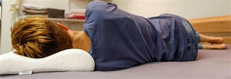 kissen richtig liegen duvet und kissen schlofguat richtig liegen schlafen