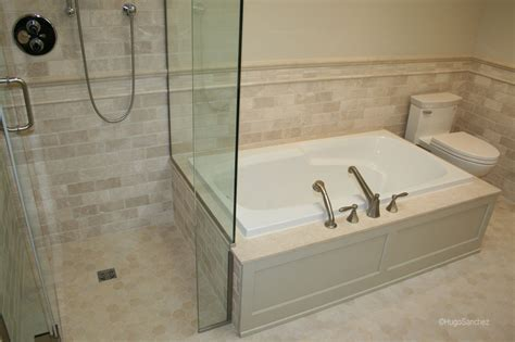 Curbless marble shower   Céramiques Hugo Sanchez Inc