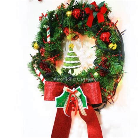 traditional christmas wreath allfreechristmascrafts com