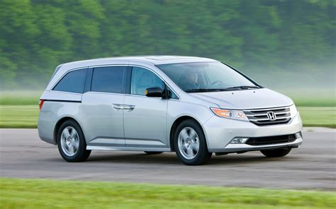 toyota canada recalls over 140 000 vehicles due to airbag problem car news auto123 honda recalls 600 000 accord models in north america