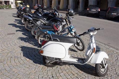 Darf Quad Motorrad Parkplatz Parken by Vespa Fahren In Der Stadt Der Vespa Blog Von Vespaonline