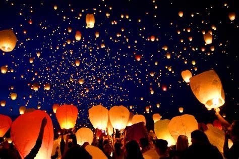 foto lanterne volanti la notte delle lanterne volanti