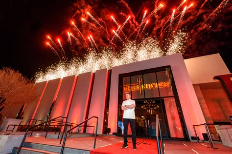 hell s kitchen world s gordon ramsay hell s kitchen restaurant marks official grand open