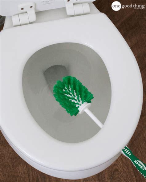 tips lengkap membersihkan kamar mandi rumahku unik