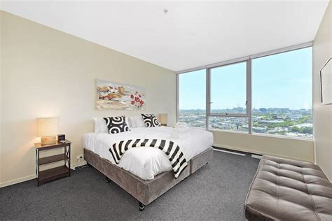 3 bedroom apartment docklands three bedroom holiday apartments docklands accommodation