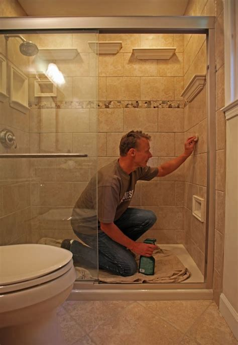 Shower Foot Stool by Yes That S A Foot Rest Built In To The Shower Bathroom