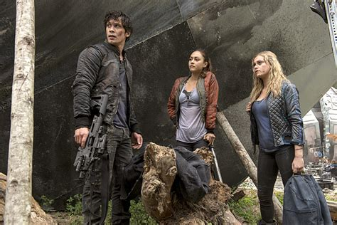 when will season 2 of the the 100 come out on netflix the 100 season 2 episode 5 stills long awaited reunions