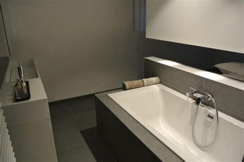 beautiful salle de bain avec baignoire et 2