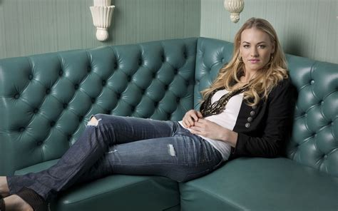 y girl on couch yvonne strahovski wallpapers x12 bengans blogg